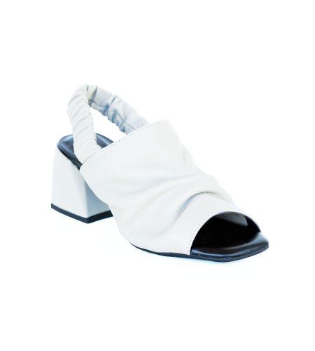 crbk00375-sandalia-couro-tira-larga-off-white-1